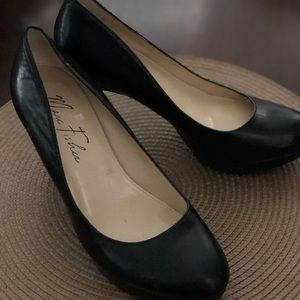 MARC FISHER BLACK PUMPS SIZE 7